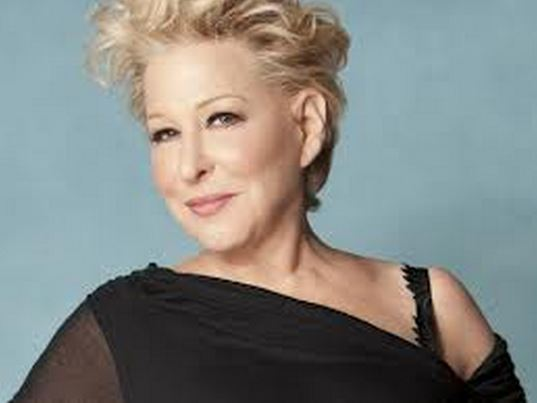 Bette Midler & Idina Menzel BOTH get standing ovations!